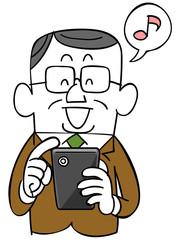 笑顔でスマートフォンを操作する年輩のビジネスマン