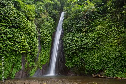 Papiers peints Cascades Munduk waterfall in bali