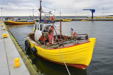 Łódz rybacka w małym porcie, Morze Bałtyckie