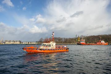 Widok na pracujacy port morski, Gdansk, Polska