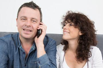 Couple au téléphone