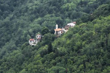 Город, затерявшийся в лесу (Италия, Лигурия).