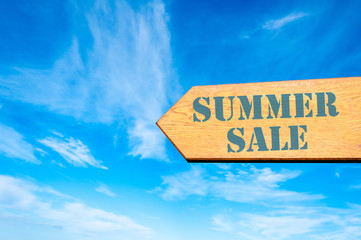 Arrow sign with Summer Sale message