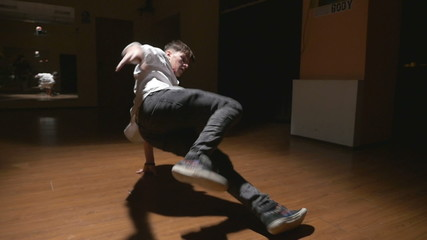 Breakdance in slow motion - Young break dancer