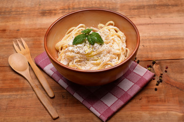 Fettuccine with ricotta cheese and pepper -