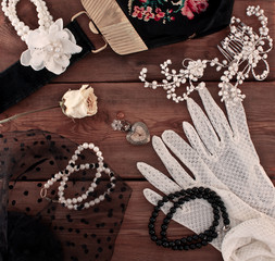 Women's vintage jewelery and accessories