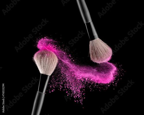 Brush with powder