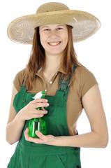 Gärtner in Latzhose mit Sprühflasche