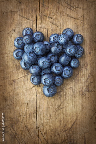 canvas print picture Heart from blackberries