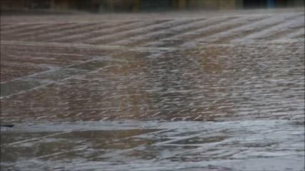 Regen auf Kopfsteinpflaster vid 03