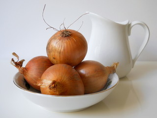Brown onions in a bowl.