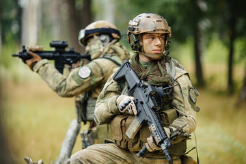 team of soldiers are reconnaissance