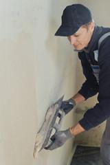 Man gets manually gypsum plaster