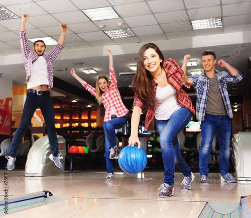 Leinwandbild Motiv Friends playing in bowling club