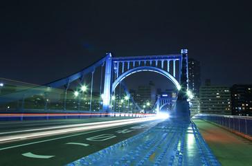 夜の清洲橋 車のヘッドライト光線