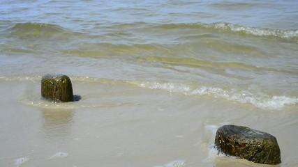 Ostseestrand mit Steinen