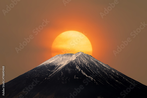 Fotobehang Vulkaan Mt.Fuji with Sun Behind