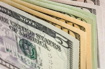 Nahaufnahme von Dollarscheinen