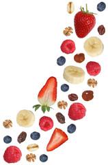 Fallendes Frucht Müsli mit Früchte wie Himbeere, Banane und Er