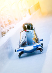Wintersport - Zweierbob im Eiskanal