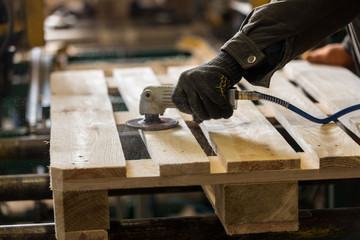 Polishing of a wooden pallet