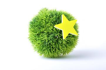 緑の芝生で作られた丸いボール