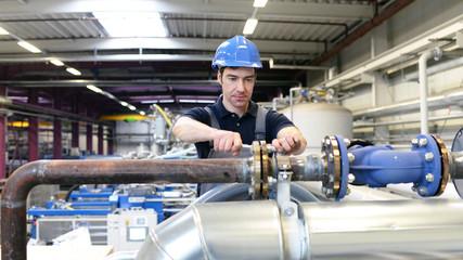 Wartungsarbeiter durch Techniker in Erölraffinerie