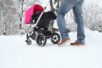 Kinderwagenausflug im Winter