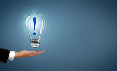 Lampe mit Ausrufezeichen