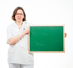 Krankenschwester mit Tafel