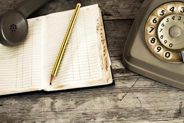 vecchio telefono analogico usurato