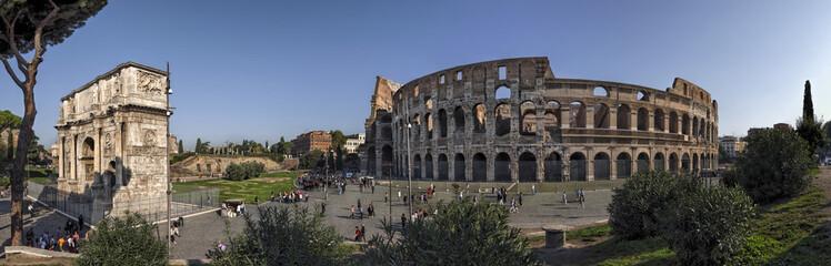 Rom Colosseum und  Konstantinsbogen