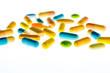 Tabletten auf hellem Hintergrund
