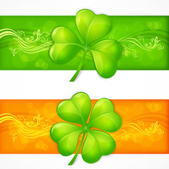 Clover leaf banners in green