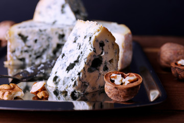 Blue cheese with nuts and blade
