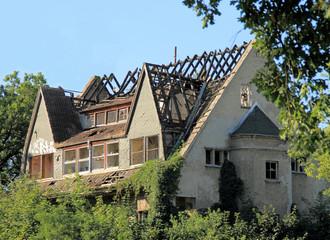 Brandruine, abgebranntes Haus