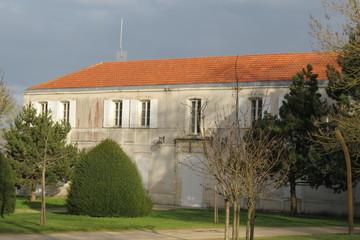Charente-Maritime - L'Houmeau - Mairie façade parc