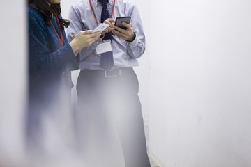 Two people who are talking with a mobile phone