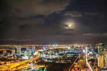 バンコクの夜景と満月