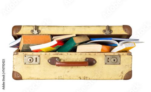 Leinwanddruck Bild Alter Koffer voller Bücher - Kulturreise
