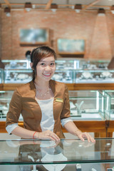 Smile of specialist pearl necklaces