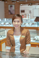 Smile specialist pearl necklaces
