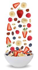 Zutaten für Frucht Müsli in Schüssel mit Früchte wie Himbeer