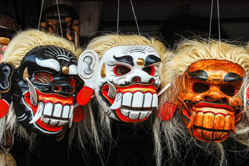 Topeng bunte Holzmasken auf Bali
