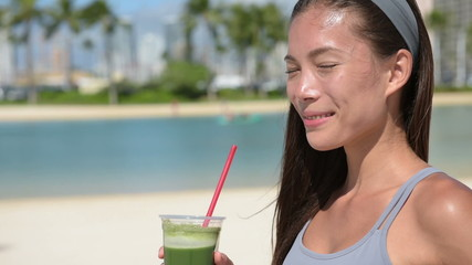 Green juice vegetable smoothie - fitness woman