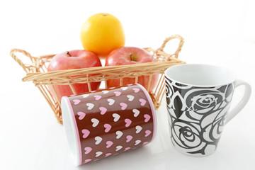 新鮮な果物とマグカップ