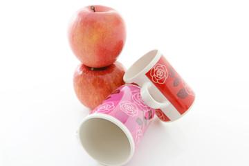 新鮮な林檎とマグカップ