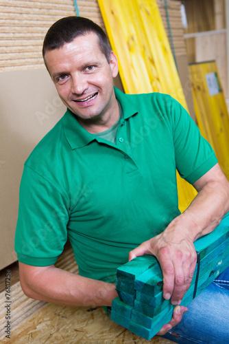 canvas print picture heimwerker mit holzlatten