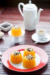 Dessert monoporzione di gelo all'arancia