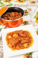 Spezzatino di carne con piselli patate